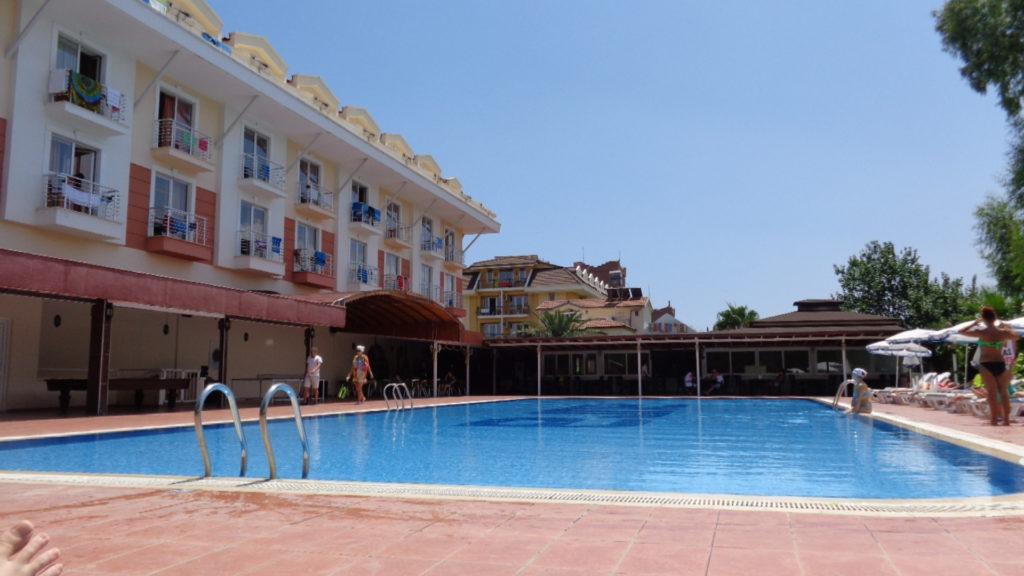 Larissa Blue Resort Kiris