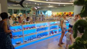 Магазин сувениров в аквариуме Анталии