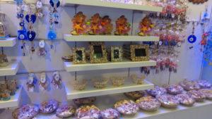 Сувениры из ракушек в океанариуме Анталии